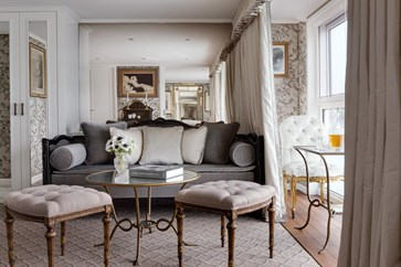 UW-SC-Royal-Suite-livingroom=1