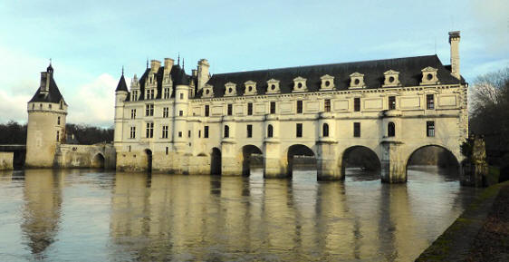 chenonceau-castle-from-the-south-bank